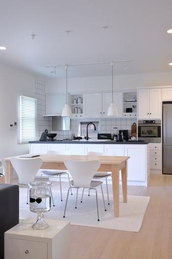 サイズが合わない、置く場所が確保できない家具は思い切って買い替えも検討してみて。また、別の部屋で使っている家具が以外にもハマる場合もあるので、家中のインテリアを視野に入れてみましょう。
