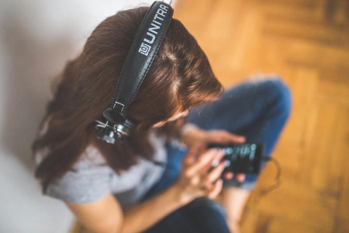 洋楽を使った英語学習は、1曲ずつマスターしたら次の曲に進む、という方法をとるのがおすすめです。色々な曲で試していくと、次第に使える英語のフレーズや単語がどんどん増えていることに気付くはずです。是非楽しく英語を学んでいきましょう!