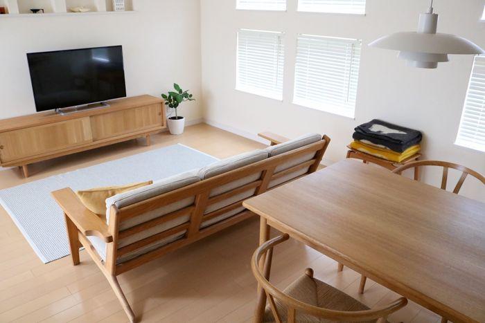 キッチンとリビングが一体化しているLDKの場合、部屋の型がキッチンに対して縦向きか、横向きかによっても変わってきますが、ダイニングスペースとリビングスペースを同居させるのも家族が団欒しやすく落ち着く配置です。