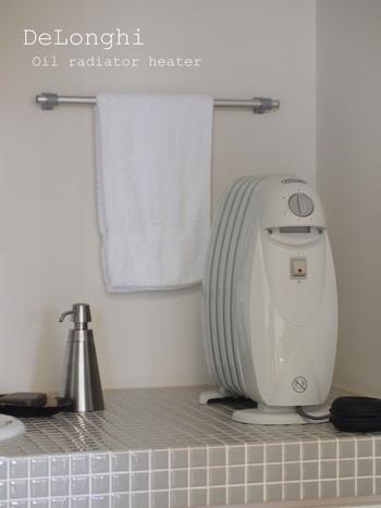コンパクトサイズのオイルヒーターは洗面所のような狭いエリアを効率的に暖めてくれます。