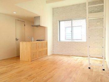 新居の採寸をして、実際に部屋のレイアウトを考えましょう。 普段の生活から想像して、どこに何を置くと便利か、何を買い足す必要があるか、何が不要になるか。引っ越しが楽しみになる瞬間でもあります!