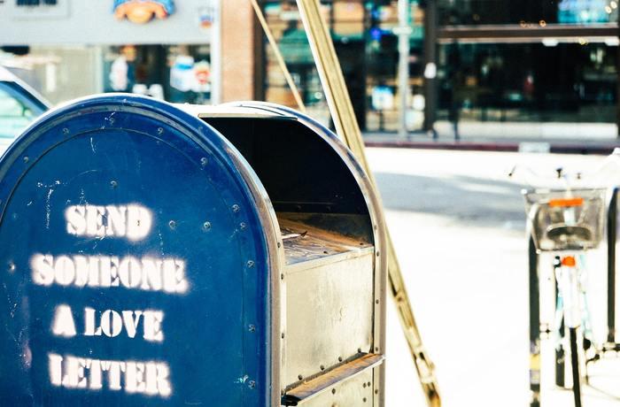 そして忘れずにやっておきたいのが郵便物の転送です。最寄りの郵便局か、インターネットから転送手続きを行いましょう。
