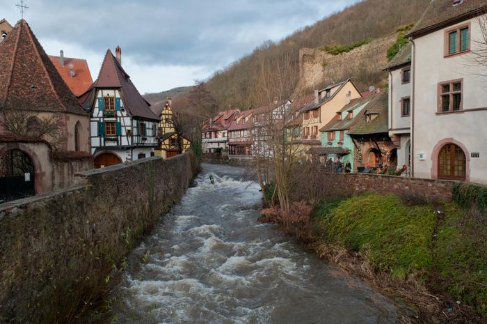 山間部にひっそりと佇むカイゼルスベルグは、人口約3000人の小さな村で、アルベルト・シュヴァイツァー博士生誕の地でもあります。