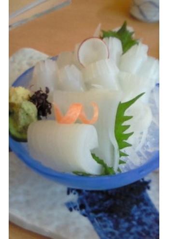 ある日のお膳に載ったアオリイカのお刺身。透明感がすごいですね!