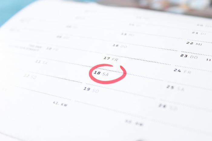 その後、配送連絡メールが届いた時も、再度配送商品に過不足がないかを確認し、追跡番号の記載があれば、配送状況の確認もしてみましょう。到着予定日は「estimated delivery date」または「delivery estimate」、発送日は「dispatch date/date of dispatch」と書かれていることが多いので、商品が必要な日付が決まっている場合は、スケジュールが問題ないかも忘れずにチェックしましょう♪