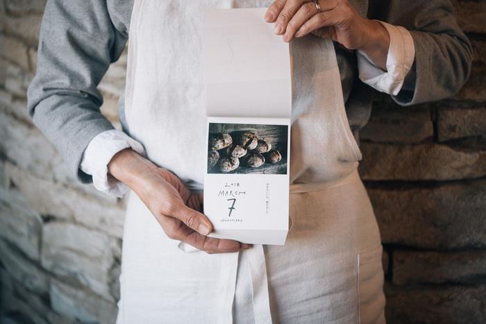 パンと日用品の店〈わざわざ〉のオリジナル日めくりカレンダーです。 毎日違う、写真と手書きの文字はページを切る度にワクワクしますね。