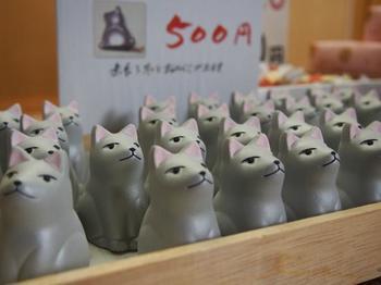 早太郎というのはこの山犬の名前。怪物にさらわれた少女を助けて、命がけで怪物を退治したのち「光前寺」で一声たかく吠えて息をひきとったという昔々のお話がとても有名。