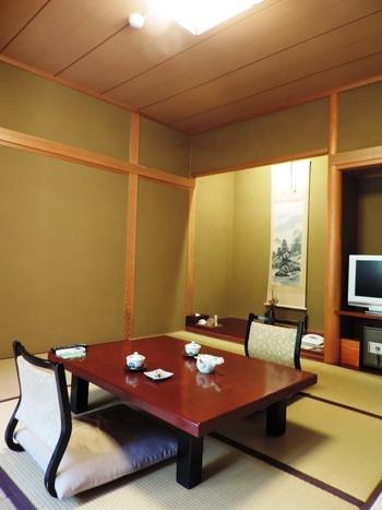 風情ある和室の他にも露天風呂付やバリアフリー対応のお部屋もあります。友人や家族とゆったりとお茶を飲みながら旅の思い出を語らうのも楽しいですね。