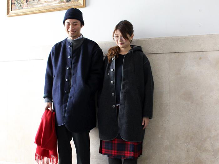 羽織るだけでロンドンガール風な着こなしが叶う、モッズコートをモチーフとした一枚仕立てのコート。上質なイギリス製のウール生地を使用していて、品の良さも漂います。シンプルコーデに合わせても素敵ですが、チェック柄のパンツやキルトスカートと合わせてトラディショナルなスタイルを楽しむのもおすすめ。