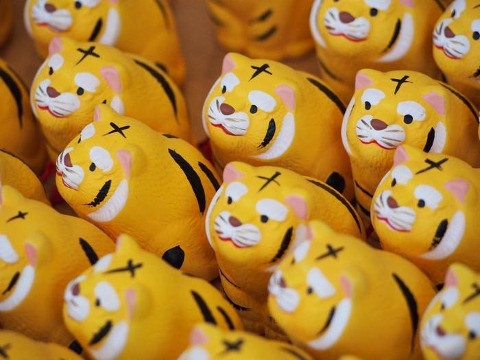 京都の「両足院」には、毘沙門天を祀る毘沙門天堂があります。七福神でも知られる毘沙門天のお使いは、虎。こちらのおみくじの虎は、ちょっとぽっちゃりで、なんとも可愛らしいフォルムです。