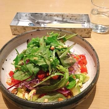 マクロビやローフード、ヴィーガン、グルテンフリーなど今話題の食事法を取り入れているのも人気の理由。こちらのタコライスは、自家製の有機発芽玄米を使用。ジューシーなソイミートとスパイシーなチリコンカンにたっぷりの野菜がトッピングされています。お肉不使用でこの満足感はうれしいですね。