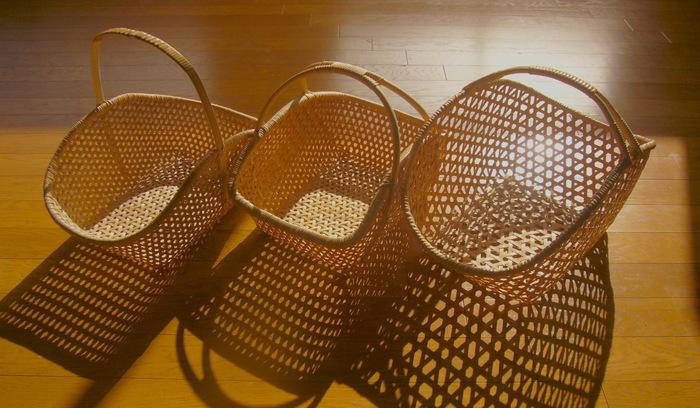 大分県で、竹細工(竹工芸品)を製作されている西本有さん。 丁寧に編み上げられた美しいかごを、ぜひ手にとってご覧ください♪