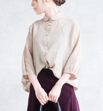 デザイナー・山口英司氏が手がけるブランド「トフ(toHu)」。軽くやわらかい素材で、洗練された女性的なシルエットの美しさが特徴のファッションブランドです。