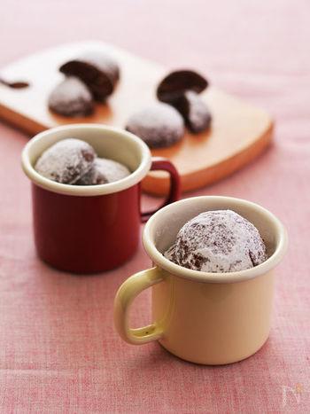 和と洋の組み合わせが楽しい♪ごまの香り&食感が絶妙なスノーボールクッキー。雪をかぶったみたいな見た目もとってもキュートです。コーヒー、ココアは勿論、あたたかい日本茶と一緒にティータイムにいかがでしょう…