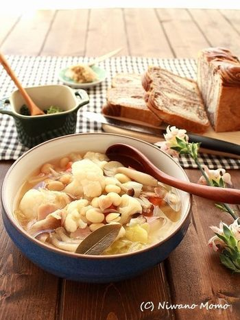 旬の白い淡色食材やほくほくのお豆など、具沢山のホワイトカラーのスープもとってもヘルシーですね♪