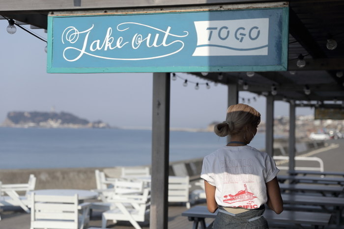 グルメな町、七里ヶ浜には、景色よし、味よしの美味しいレストランがたくさんあります。海の真ん前の「パシフィックドライブイン」やフワフワのパンケーキでお馴染みの「ビルズ」、眺望も楽しめる「ダブルドアーズ」をはじめ、カレーでお馴染みの「珊瑚礁」など、グルメの街としても有名です。