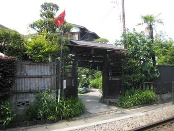 和田塚駅からすぐ近く、線路沿いを歩いたところにあるのが甘味処の「無心庵」。