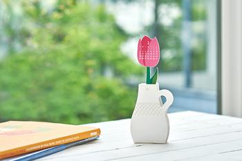 ノリやハサミを使わずに組み立てられるペーパーキットカレンダーです。 花瓶に見立てたデザインでほっこり可愛い空間づくりができます。