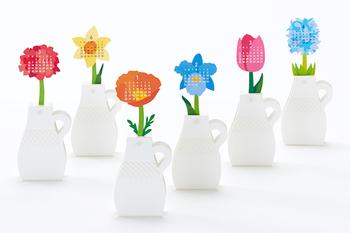 季節にぴったりの花が12ヶ月分。なんだか贅沢な気分になれますね。 (写真左から5月:ゼラニウム、6月:スイセン、1月:ポピー、2月:カトレア、3月:チューリップ、4月:ヒアシンス)
