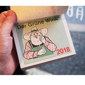 日本では珍しい、手のひらサイズのドイツの日めくりカレンダー。 ドイツ人のひげのおじさんが繰り広げるガーデニングネタのイラストが、毎日を楽しくしてくれそう♪