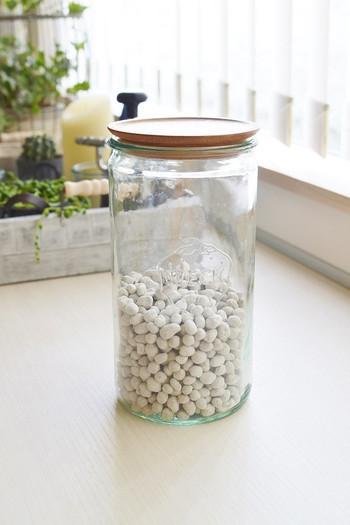 植物用の肥料は、こんなお洒落なガラス瓶に収納してみてはいかがでしょう。