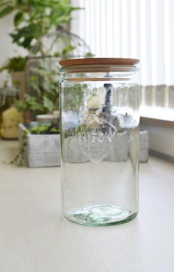 お馴染み、イチゴのトレードマークが可愛い、ドイツのガラスメーカーWECK(ウェック)の保存瓶。しっかり密閉でき、見た目もとってもお洒落なので、肥料などの匂いも気になりません。