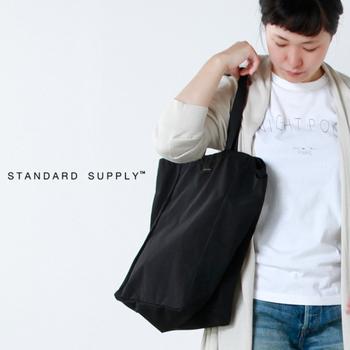 XS・S・Mの3サイズがあります。Mは雑誌もすっぽりと収まってくれる頼りになる大きさで、普段使いはもちろん、荷物が少なめの方は旅行バッグとしても活躍してくれそう♪