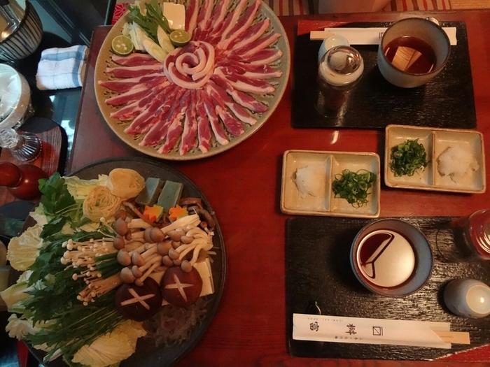 京都の美味しいお鍋といえば「鴨鍋」。  「鴨肉」をさっとお湯にくぐらせ、まろやかなポン酢で食べる「鴨ちり」はいかがでしょうか。