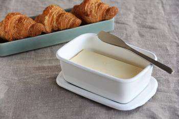 使っていて意外と気になるバターのケース。きれいな見栄えを意識して使いたいものですよね。新しい年を迎えるにあたって、ケースも新調しておきたいですね。野田琺瑯の真っ白なケースは清潔感もあり使いやすさもばっちり。買い直して損はないといえるでしょう。