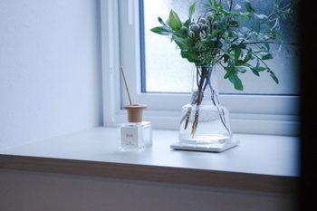匂いが気になる場所にはフレグランスを置いてみるのもおすすめ。来客時にも気になりません。インテリア映えもするシンプルなものがあるといいですね。