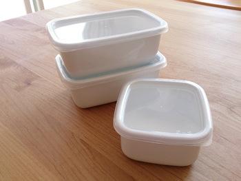 野田琺瑯は様々なサイズ展開も人気のひとつ。バターケースと合わせて保存容器も新調してもいいかもしれませんね。