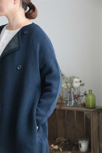 ナチュラルコーデがお好きな方に、冬用のアウターとしてオススメしたいのが「ノーカラーコート」です。 柔らかい雰囲気で着こなすことができるノーカラーコート。おしゃれに着こなしている方のコーデをご紹介します。