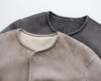ノーカラーコートは着こなしが難しそうと思う方もいるかもしれませんが、すっきり着られるので意外とコーデに迷わない万能アイテムでもあります。 首回りのおしゃれもごわつかずに楽しむことができるので、ぜひ今年の冬はノーカラーコートにチャレンジしてみてくださいね♪