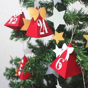 テトラパックのアドベントカレンダーはオーナメントとしても使えるというキュートなものです。クリスマスカラーでテトラパックを作れば、ツリーを華やかにデコレーションできそうです。