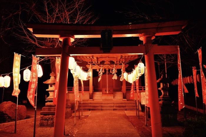 大晦日の夜から元日にかけてお参りをするのは「二年参り」と呼ばれ、より功徳が積めるともいわれます。ただ、初詣の時間にルールはありません。行けるときに行くということでいいようです。