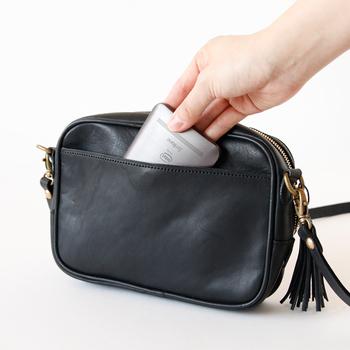 家に帰ってバッグを見ると、レシートやチラシなど、知らず知らずのうちに余計なものが増えているはず。帰ったら荷物を出す習慣をつけることで、きれいをキープできます。