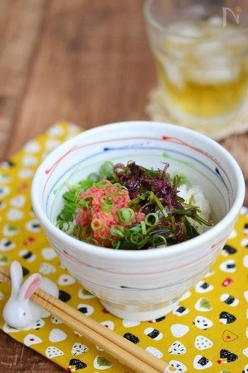 海藻と明太子がメインの、海の恵みを存分に楽しめる一品です。歯ごたえを楽しむために、海藻は固めに戻すのがポイント!ごま油やショウガの風味との相性もよ~く噛みながらじっくり味わってみてくださいね。