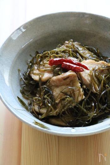 海藻は炒め物にも使えますよ!こちらは刻み昆布と豚肉を炒めたレシピ。甘辛い味付けでご飯がすすみます♪