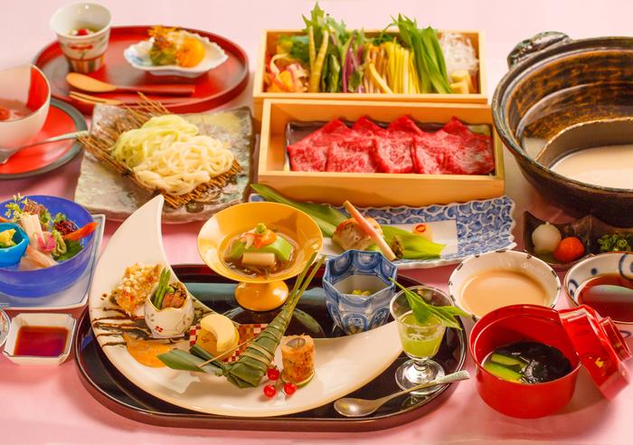 食事は朝夕ともに和食。夕飯は和牛すきやき、和牛 or 海鮮しゃぶしゃぶから選べます。