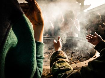 尚、お線香の火は先の参拝者からいただくと「業を受ける」とされています。新しく火を灯すのがよいでしょう。