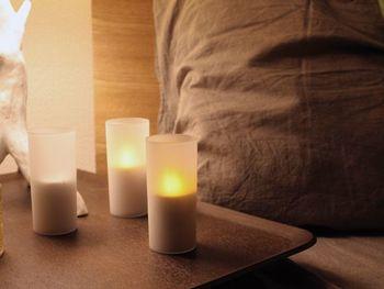 本物の炎のようにゆらゆらと揺れる光りを灯すLED型のキャンドル。片手で持てるような小さめサイズなので、枕元に置くにも丁度いいです。小さな光りでもリラックス効果を生み癒されますよ。
