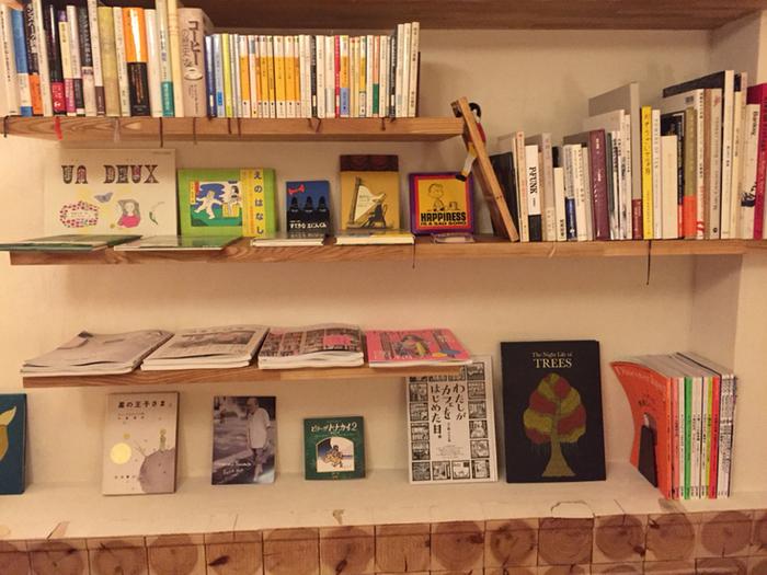 これらの本は自由に読むことができるので、おいしいカレーとコーヒーを飲みながら優雅な時間を過ごしてみてはいかがでしょうか?