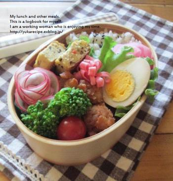 レディサラダ(紅大根)のお花をお弁当に添えて。 お弁当がパッと華やかになりますね!