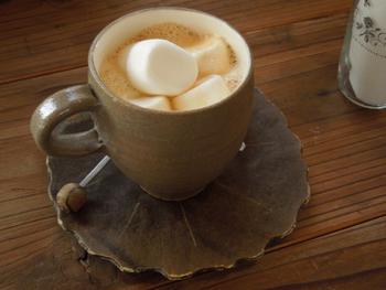 マシュマロ入りのミルクティーはやさしい甘さにほっこり。これから寒くなると恋しくなる1杯ですね。