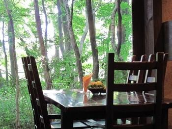築170年の納屋をリノベーションした異空間は、緑豊かな地にあり、日常を忘れるのには最適です。