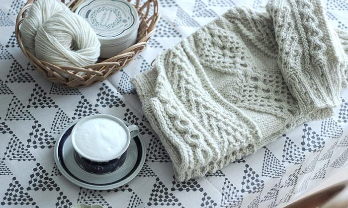 時間がたっぷりとある雨の日は、思い切って編み物や手芸にチャレンジしてみましょう。かわいいと思って買ったきりそのままにしていた布や毛糸を使って、簡単な作品を作るのもおすすめです。またはいらなくなったものを何かにリメイクする、なんてのも良いですね。