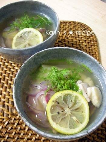 鶏肉と米麺を使ったベトナムの定番スープ「フォーガー」をヒントにアレンジしたお雑煮。レモンやディルなどの爽やかな香りが特徴のエスニック風味です。ディルの代わりにパクチーでもいいそうですよ。