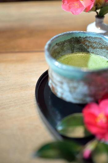 お茶屋さんのカフェだけあって、お茶の美味しさには定評があります。「宇治抹茶」「宇治玉露」、ノンカフェインの「さきたま棒茶」、緑茶&ハーブをブレンドした「夏みかん緑茶」「さくら香る緑茶」など様々な日本茶を楽しめます。お茶は全て、小菓子付なのは嬉しいですね。 「抹茶ビール」というものありますよ。