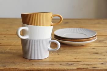 萬古焼(ばんこやき)の4つの窯元が集結して、2005年に立ち上げたブランド4th-market(フォースマーケット)の「プラート ティーカップ&ソーサー」。あたたかみのあるデザインと色合いにほっこり。