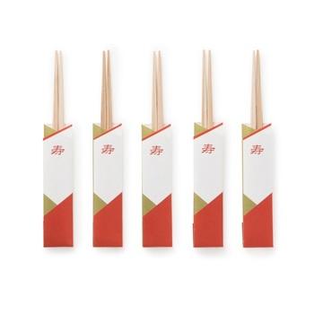 お箸は色むらが少なく木目がきれいな吉野杉を使用。5膳付いているから、ランチョンマットとペアで使いたい。